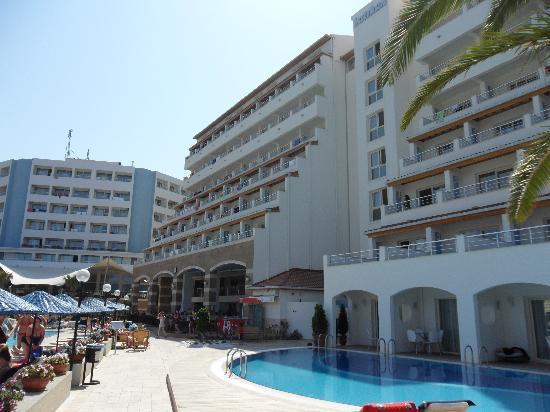Batihan Beach Resort & Spa: old and new building