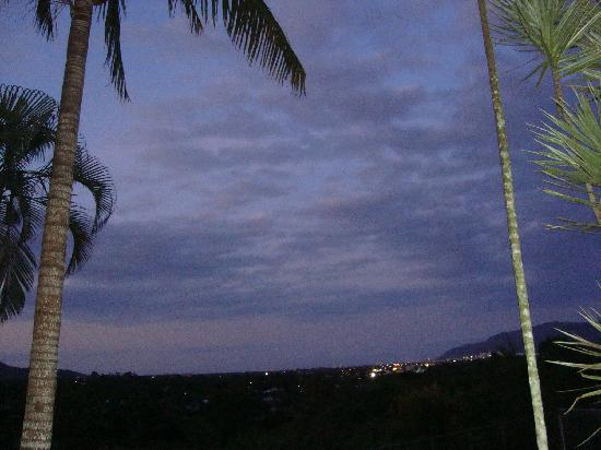 Granadilla Villa: Night time veiw over Cairns