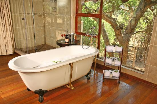 Nungu Game Lodge: Nungu House Bathroom