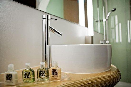 NYLO Providence/Warwick: NYLO Bathroom Amenities