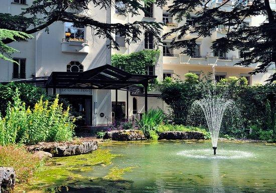 Divonne-les-Bains, France: Entrée du Grand Hotel
