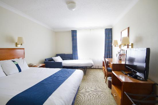Holiday Inn Swindon: Family Room 2 Adults 1 Child