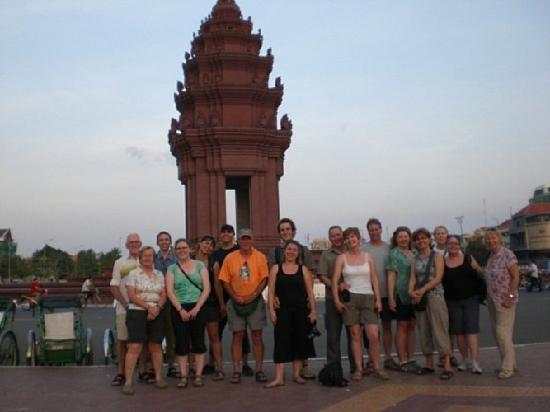 รอยัล แม่โขง บูติค โฮเต็ล: 5 mini walk to Independent Monument