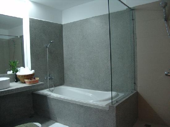 รอยัล แม่โขง บูติค โฮเต็ล: Bathroom Seperate Shower and Bathtub