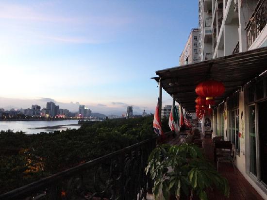 Sanya Raintree Backpacker Hostel: Great view from the balcony!
