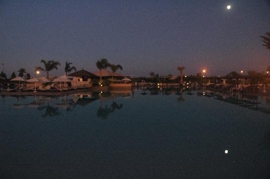 ClubHotel Riu Tikida Palmeraie: Sunset over resort