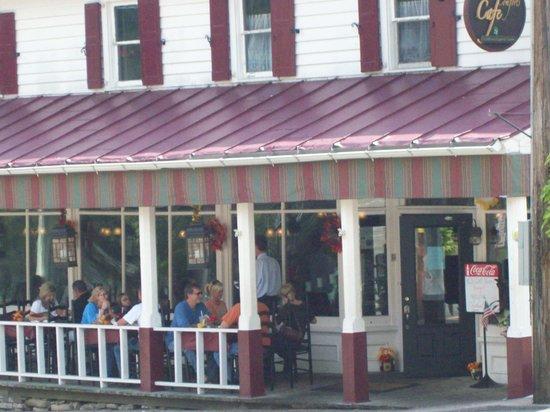 Restaurant at K Corner: Fun on the porch