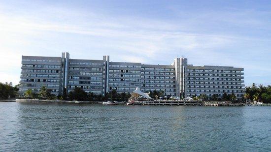 GHL Relax Hotel Sunrise : El hotel visto desde el mar.