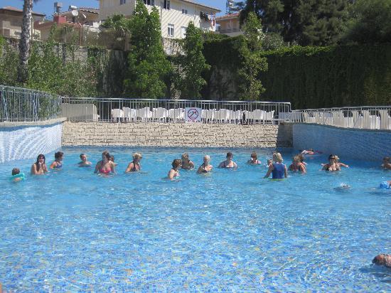 Side Mare Resort & Spa: Piscine avec les vagues (aquagym)