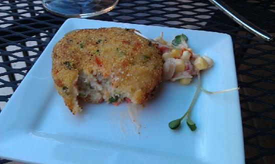 Linn Street Cafe: crabcakes were very good- but not the best I've had. nice corn relish with them.