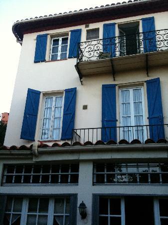 Hotel Villa La Malouine : Façade coté terrasse