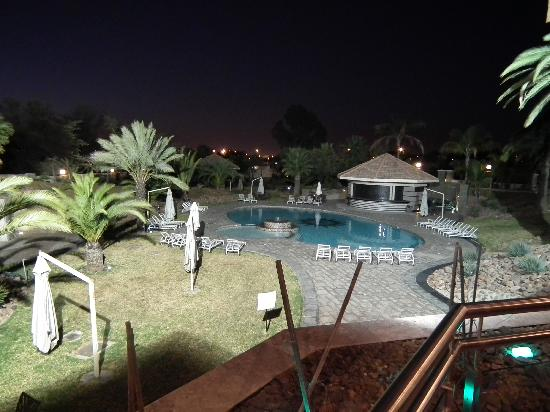 Safari Court Hotel: piscina