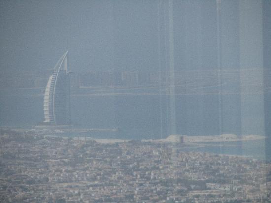 """เบิร์จคาลิฟา: Il Burj El Arab da """"at the top""""."""