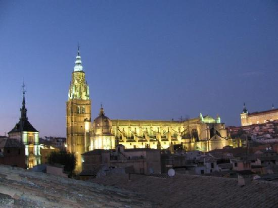 Hotel Santa Isabel: View at night from roof terrace