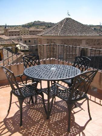 Hotel Santa Isabel: Seating on terrace
