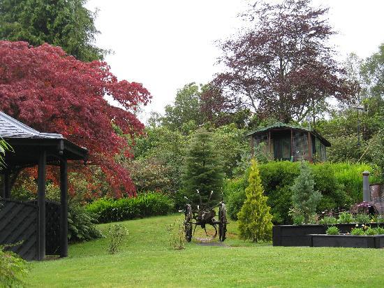 East Lodge Invergloy: giardino a disposizione degli ospiti