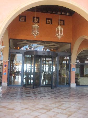 Gran Hotel Atlantis Bahia Real: Entrance