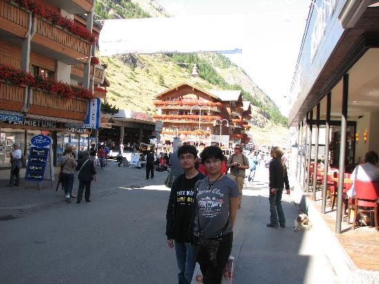 Zermatt-Matterhorn Ski Paradise: That's the town!
