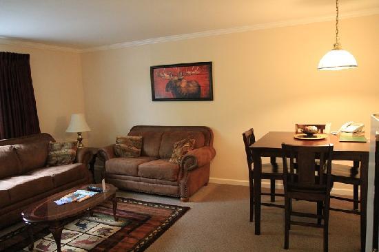 Duke's 8th Avenue Hotel: Suite room