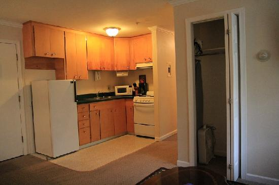 The kitchenette - Picture of Duke\'s 8th Avenue Hotel, Anchorage ...