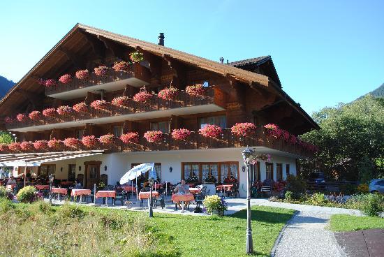 Hotel Alpenland Lauenen: backside