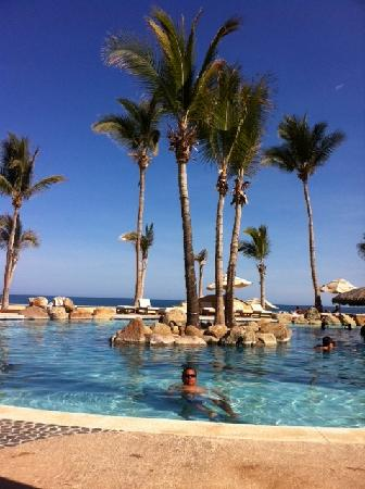 Krystal Grand Los Cabos Hotel: En la alberca, con vista al mar