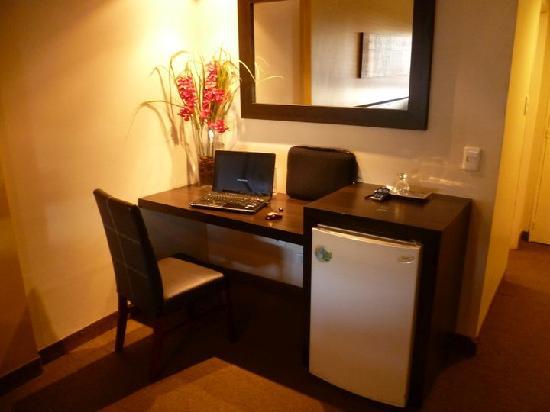 Foto de hotel republica san miguel de tucum n escritorio - Escritorio habitacion ...