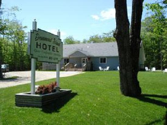 Drummond Island Hotel: Hotel on Townline Rd