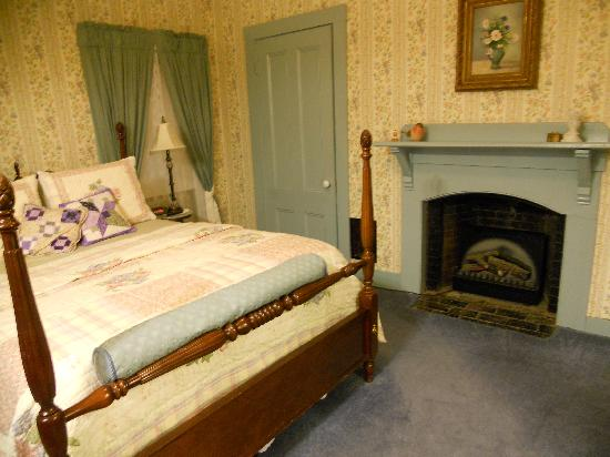 Holbrook House: Clean and in great condition