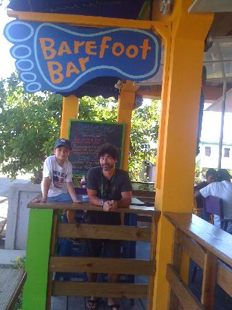 Barefoot Bar: Hangin out at Happy Hour