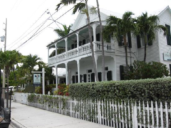 ‪‪The Conch House Heritage Inn‬: Front view from street‬