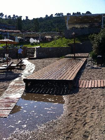 Kassandra Bay Resort & Spa: Unica doccia per spiaggia e....piscine!