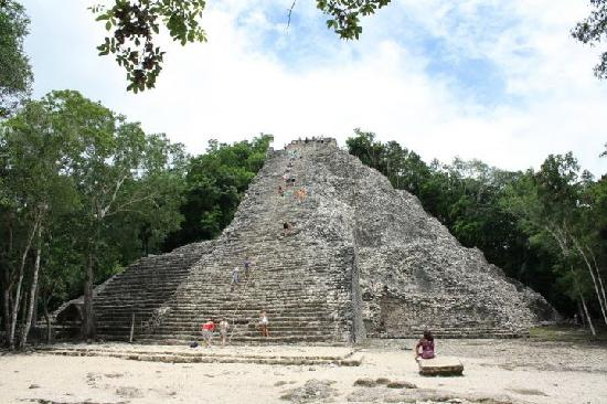 Charlie Drew Cancun Tours and Activities: Nohoch Mul -This 138-foot high pyramid rises even higher than the more famous El Castillo in Chi