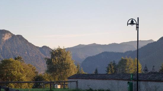 Brandenberg, Österreich: View across valley from front of hotel