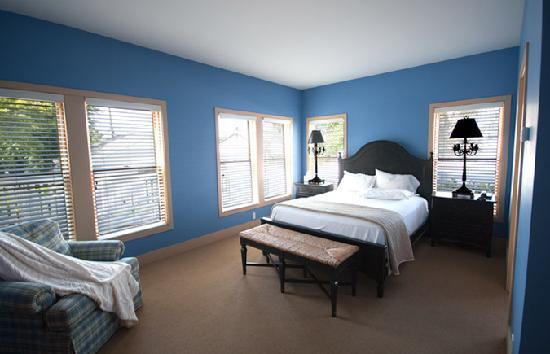 Lake Country Inn: Blue Room