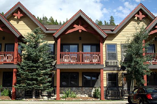 Breck Inn: The beautiful balconies are available on upstairs, front side rooms.