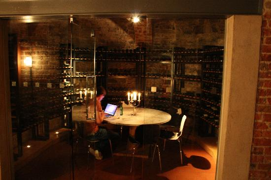 Farnham Estate Spa and Golf Resort: cellar bar