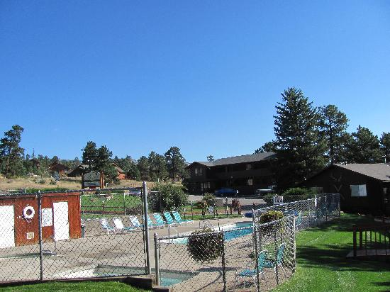 Brynwood on the River: Pool/hot tub area and motel section
