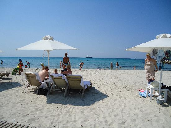 Porto Sani: white sand, clean and safe
