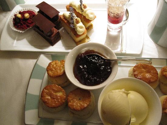 The Foyer At Claridge's: Afternoon Tea at Claridge's