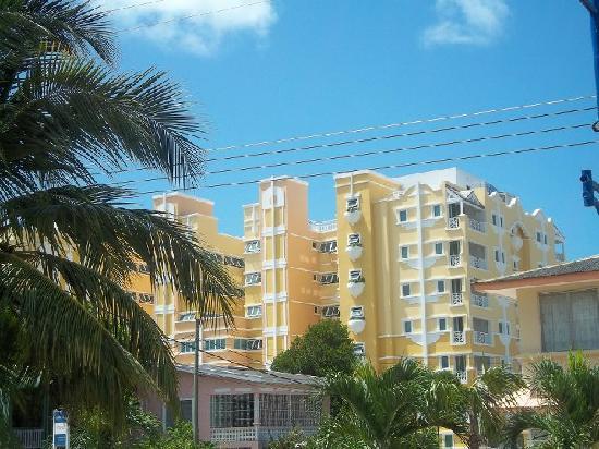 Ocean Two Resort & Residences: Hotel from street