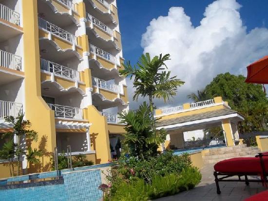 Ocean Two Resort & Residences: pool and swim up bar