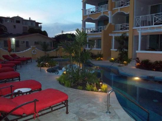 Ocean Two Resort & Residences: pool at sunset