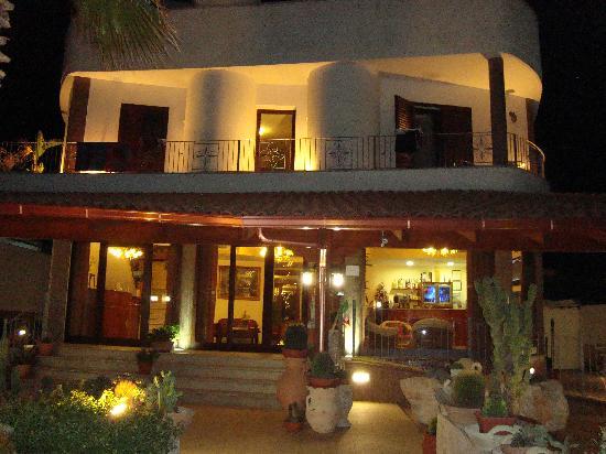 Hotel Salento Mirfran: HOTEL DI SERA