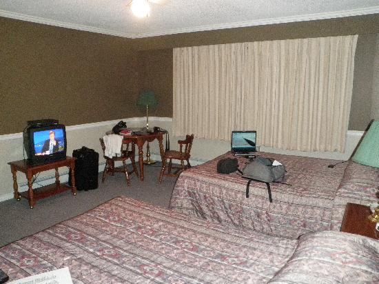 Bella Coola Valley Inn : Room 214