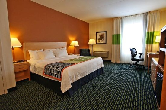 Fairfield Inn & Suites Belleville: Enjoy our Large Spacious Guestrooms