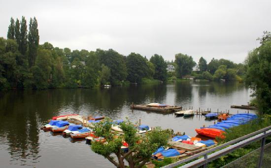 Hotel Wakenitzblick-Garni: Wakenitz River in front of hotel