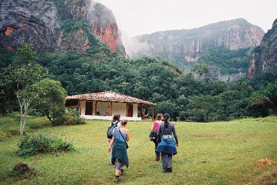 Refugio Los Volcanes: Arriving Refugio Volcanes