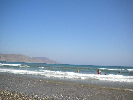 Eden Village Kournas: Spiaggia di sassi
