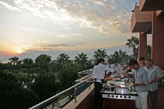 Hotel Grand Side: Abends am Grill